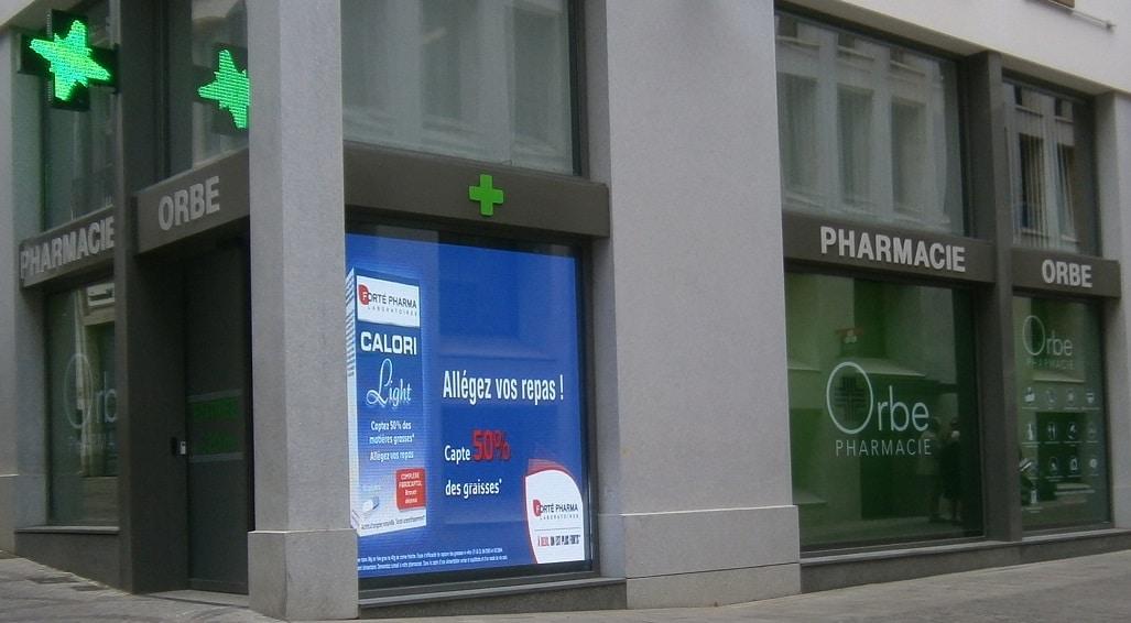 Ecran Ledoneo pour la vitrine de la pharmacie Orbe à Bayonne (64)