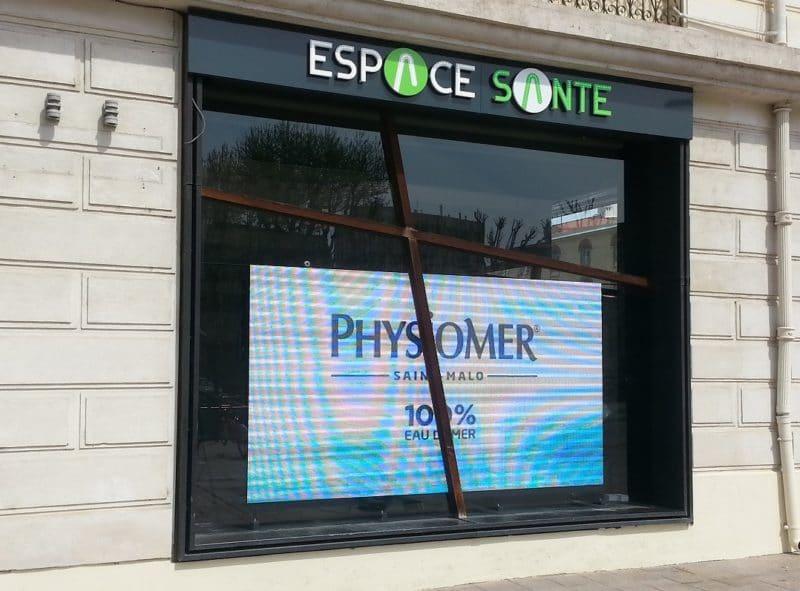 Écran de vitrine Ledoneo - Pharmacie Vauban Perpignan