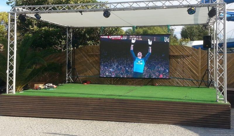 Ecran extérieur permettant la retransmission des émission de télévision