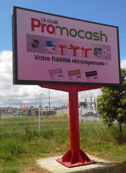 Ledoneo installe un écran double-face pour l'enseigne Promocash à Carcassonne