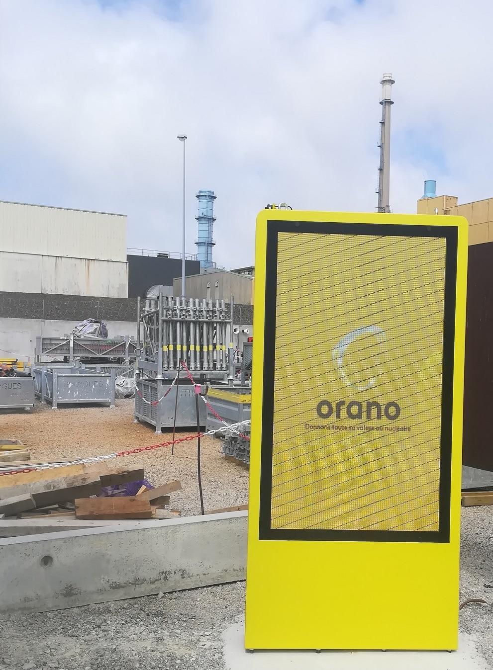 Ledoneo installe plusieurs totems extérieurs à Orano sur le site de la Hague