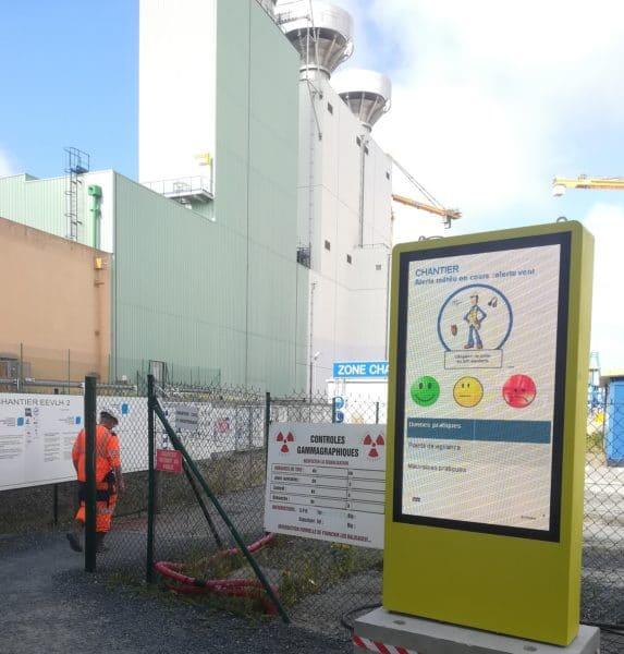 Ledoneo installe plusieurs totems pour Orano sur le site de la Hague